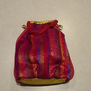 Small 2 pocket purse.